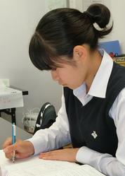 高校受験勉強中の生徒