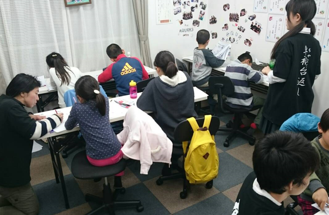 AQURASに通う小学生の自習風景