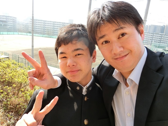 AQURASの生徒と塾長村上
