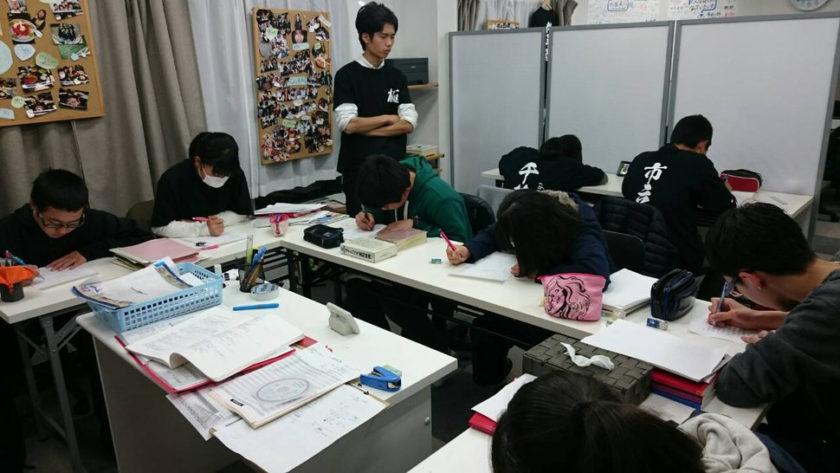 学力再生工房AQURASの生徒たち